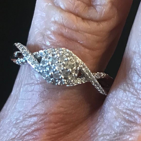 Jewelry - Sweet Diamond Halo Sterling Silver Ring Size 7